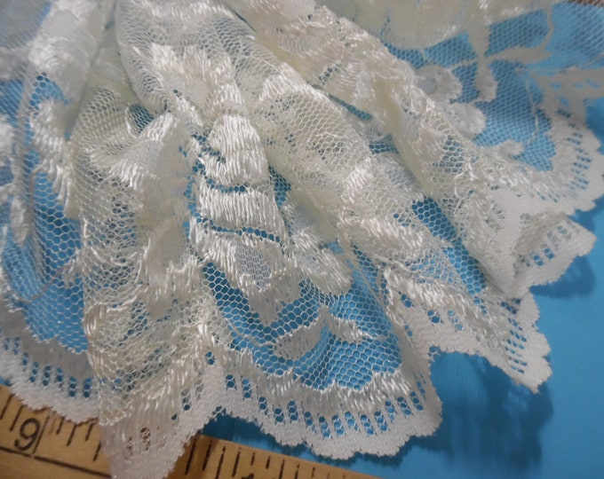 """Vintage Wide 1960's Soft Scalloped Lace~Candlelight~6""""wide~By The Yard~Doll Trim~Flapper"""