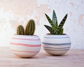 keramische cactus planter (oranje strepen). porseleinen mini plantenbak voor, cactussen, sappig of air plant. Vervaardigd door Wapa Studio.