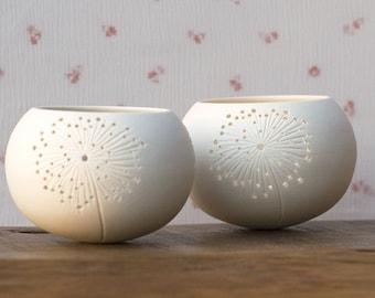 Keramische kaars houder, paardebloem ontwerp. porselein thee licht Delight collectie - N.5 ontwerp door Wapa Studio.