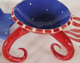 July 4th red white & blue ceramic dish with curly legs