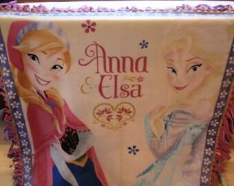 Frozen's Anna and Elsa Tied-Edge Blanket