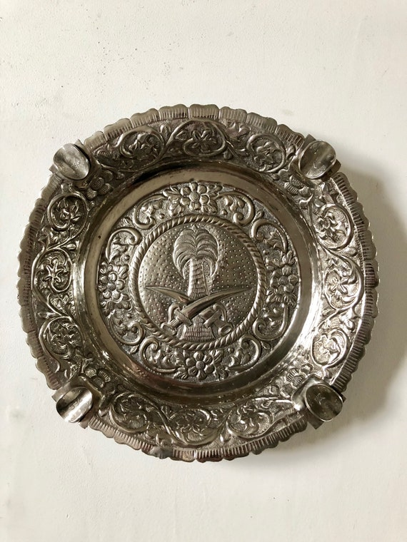Saudi Arabian Solid Silver Repousse Ashtray with National Flag and 50 Halala Coins (150+ grams)