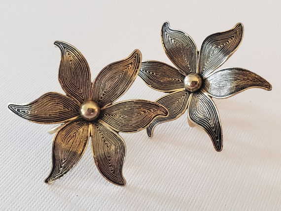 Mod 1950's-60's Flower Screw Back Earrings, Emboss