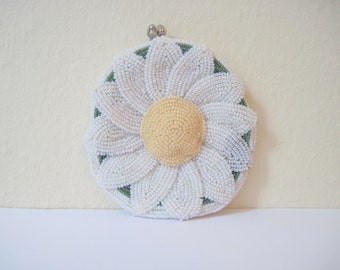 1960s MOD Beaded DeLill Daisy Kisslock Change Purse - hand made in Japan - Green, White, and Yellow