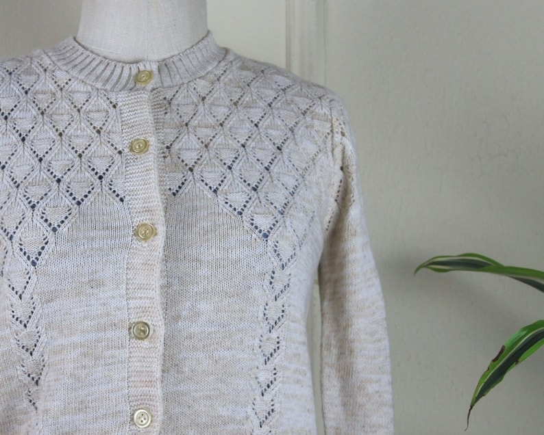size medium 1970s Oatmeal Cardigan vintage sweater with argyle stitching preppy /& neutral