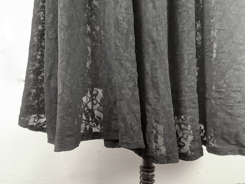 medium 1980 Black Lace goth wiccan cinch waist dark floral vintage size large Midi Length Skirt with slouchy