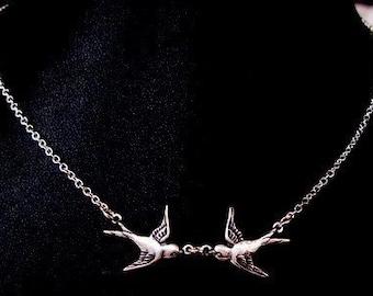 So in Love Silver plated kiss kissing birds birdy birdys birdies sparrows sparrow necklace chain pendant charm boho vintage