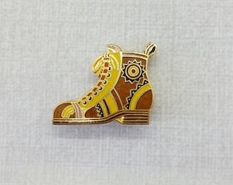 Vintage Aviva Pin Brown Boot  hinge pin back 24-3