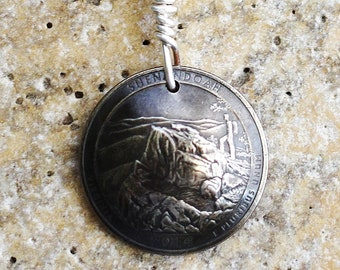Shenandoah Quarter Coin Keychain, U.S. Quarter Dollar, Virginia, Hiker, Backpacker, America the Beautiful, Key Ring, 2014 by Hendywood KCE25