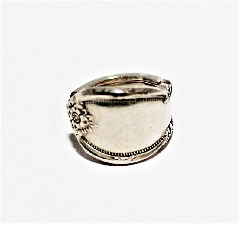 Spoon Ring Remembrance Pattern Wm. Rogers Silverplate Size image 0