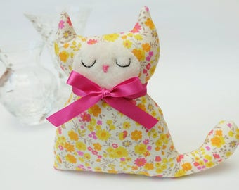 Cat Lavender Sachet, Yellow and Pink Sprig Floral Fabric Cat Lavender Bag, Cat Lovers, Pretty Gift Under 10