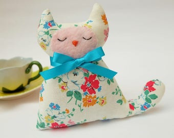 Cat Lavender Sachet, Pretty White Floral Fabric Cat Lavender Bag, Cat Lovers Gift