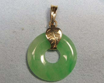 Green Jade and 18Kt Gold Pendant
