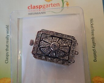 CLASPGARTEN 3 strand CLASP. Swarovski crystallized elements, Paladium plated, Box clasp, push in tongue box clasp, In original packaging.