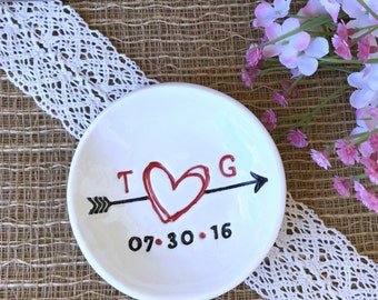 Ring Dish Personalized with Scribble Heart and Arrow - Ring Dish Wedding, Wedding Ring Dish, Engagement Ring Dish, Wedding Ring Holder