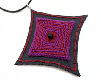 Black and red faux leather necklace for gothic punk rock girl, purple crochet pendant, gothic style pendant, vegan jewelry, crochet jewelry