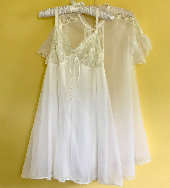 white nylon peignoir . white peignoir . 60s peigno