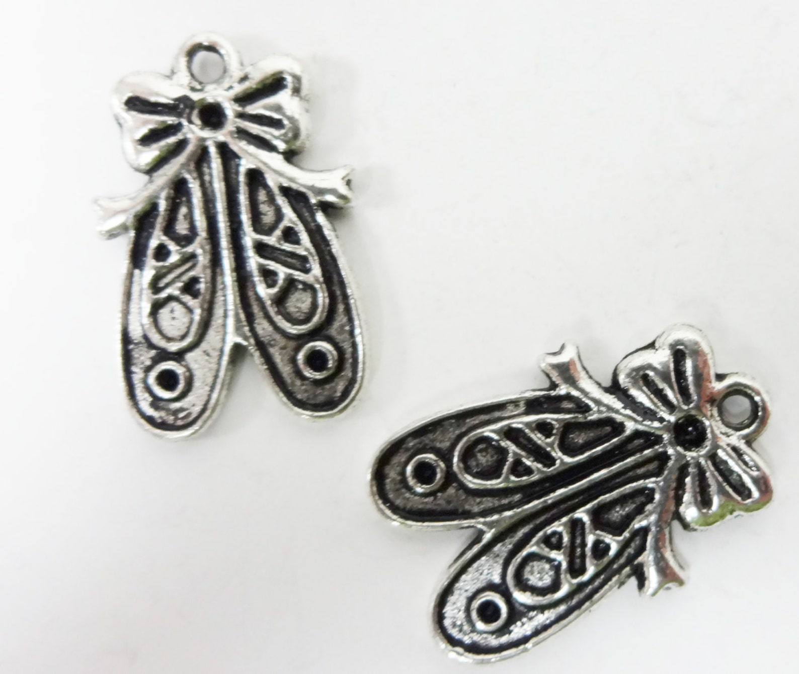 10 ballet slipper charms (double sided) 20x13x2mm item:k6