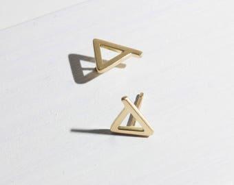 Amanda, 14 k gold dreieckohrstecker, 14 k gold Dreieck Ohrringe, zierliche 14 k gold Ohrringe, massivem gold Ohrstecker, minimalistische gold Ohrringe