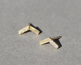 Emma V-Diamant-Ohrringe, 14 k gold Ohrringe mit Diamanten, massivem gold Diamant Ohrstecker, winzigen Diamanten Ohrstecker, Mikro Pflastern Ohrring