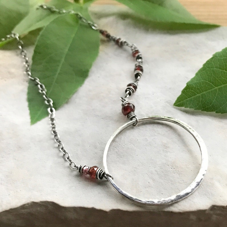 Hammered Circle Necklace Asymmetrical Garnet Silver Open image 0