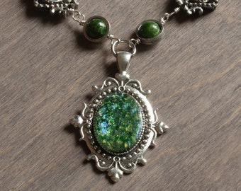 Neo Victorian Necklace with green harlequin glass - Silver metal color