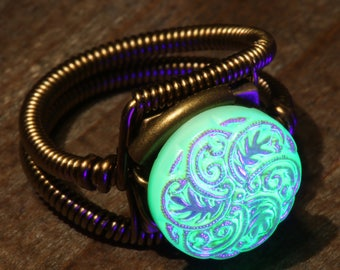 Steampunk Jewelry - Ring - vintage uranium glass