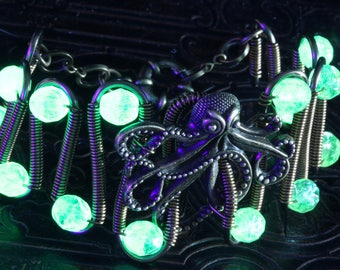 Uranium glass bracelet, Octopus, Vaseline glass