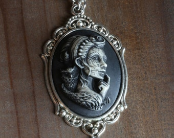 Jewelry - Necklace - Dia de los muertos cameo - Lady with owl