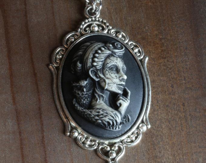 Jewelry - Necklace - Dia de los muertos cameo - Lady with owl