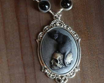 Neo Victorian Goth Jewelry - Necklace - Cat on skull Cameo