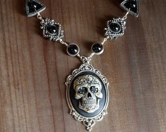 Gothic chic Jewelry - Necklace with Ivory Dia de los muertos Sugar Skull cameo -  Black Onyx