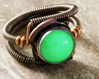 Uranium glass ring, Vintage cabochon , Steampunk Jewelry, Wire-wrapped, Vaseline