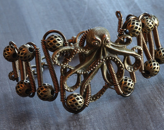 Steampunk Jewelry - Bracelet  Antique bronze octopus