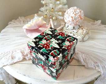 Vintage Christmas Decorative Old Box Black Red Green