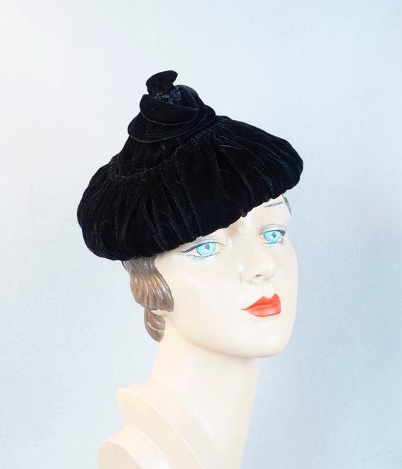 Vintage Hat, Black Velvet Pixie, 1940s Pixie Hat,