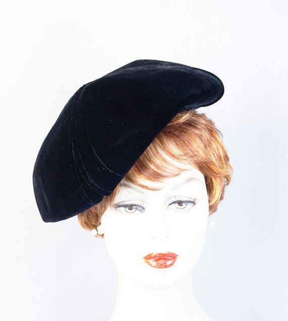 Vintage Hat, 1960s Black Velvet Beret, Bubble Crow