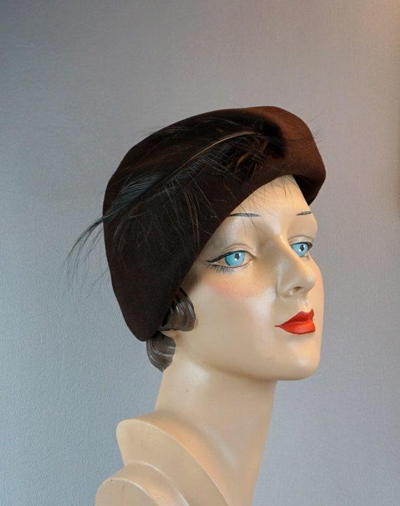 1940s Hat, Vintage Brown Felt Beret, Feathered Ber