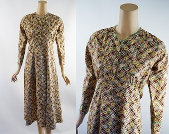 Vintage Dress Brown and White Daisy Flowered House Dress B36 W34