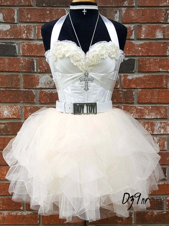 costume a Madonna like virgin