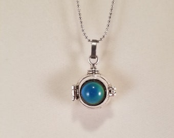 """Color Changing Mood Stone Round Metal Locket Necklace Pendant 1"""" tall"""