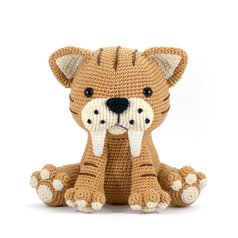 Oscar the Saber-Toothed Tiger Amigurumi crochet toy pattern image 0
