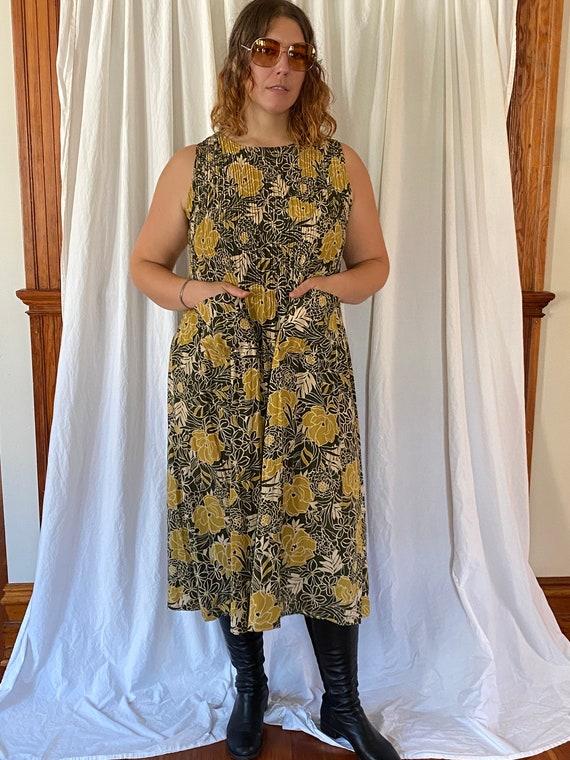 Vintage handmade sleeveless floral print dress wit