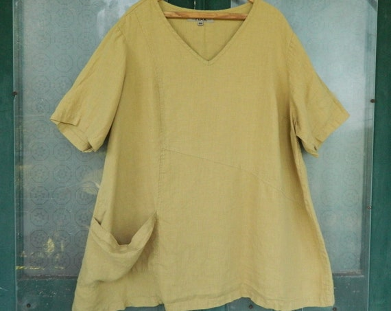 FLAX Engelhart Short-Sleeve V-Neck Top with Pockets  -2G/2X- Honey Gold Linen