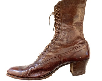 One Single Vintage Brown Leather Lace Up Boot