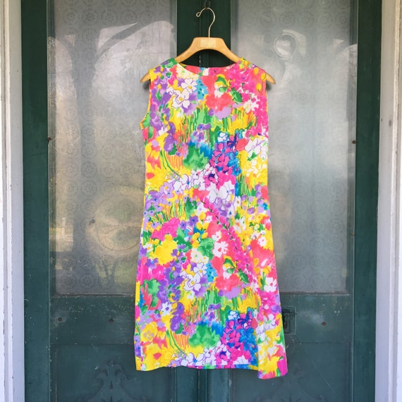 Vintage 1970s Lady Mendel Sleeveless Bright Floral Mod Shift