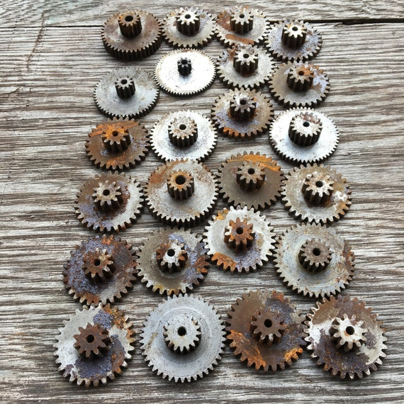 Lot of 24 Rusty Metal Machine Gears