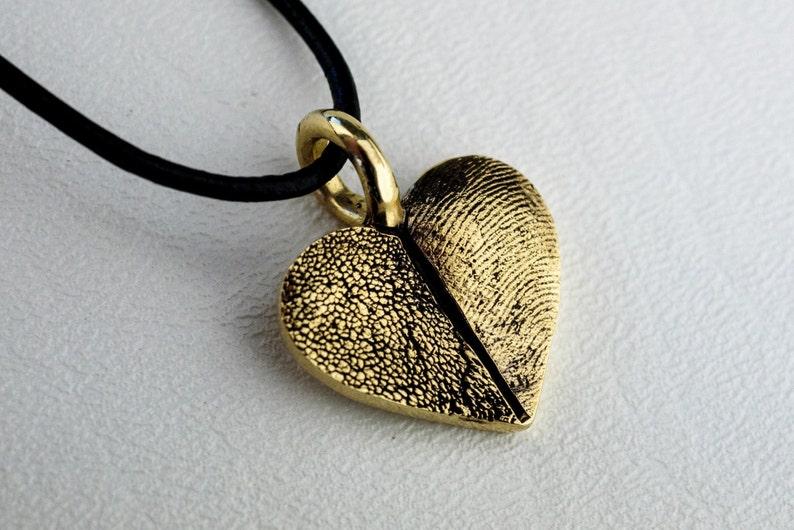 0ba55fe325c3 Huella digital corazón Pawprint collar colgante 14kt oro pata