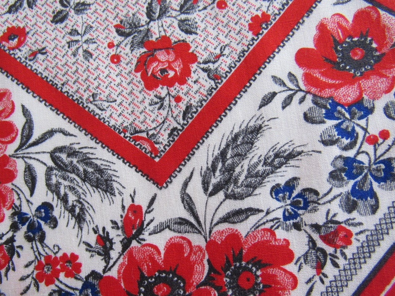 Vintage Patchwork Tablecloth Fabric Blue and White 45 x4 Yards Sewing Crafting Quilting Floral /& Fruit Fabric Cotton Blend Fabric Red