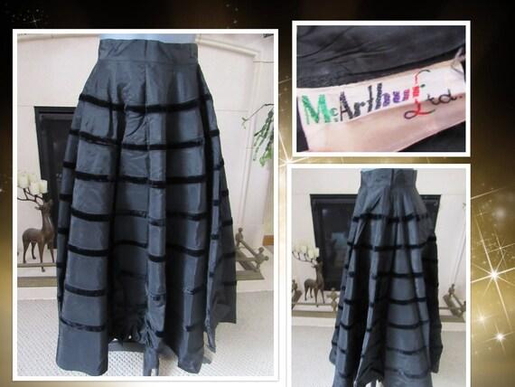 Taffeta & Velvet Circle Skirt - Vintage 1950s McAr